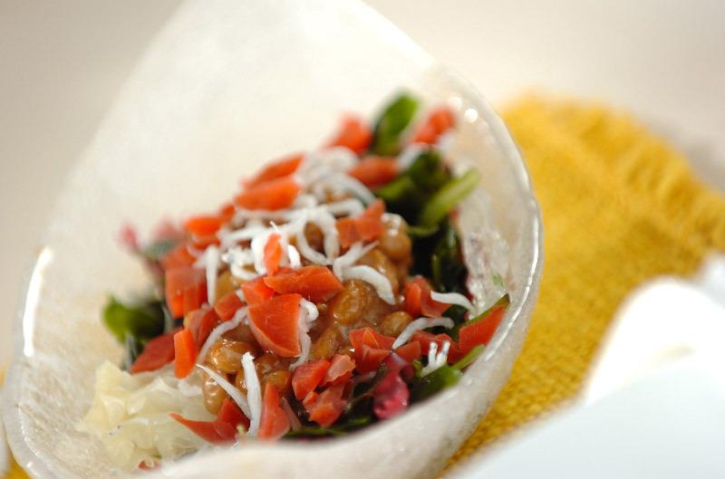 カリカリ梅入り和風海藻サラダ