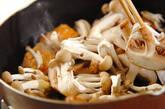 鮭とキノコのマヨしょうゆ炒めの作り方4