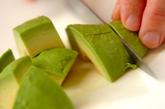 アボカドと豆腐のピリ辛和えの下準備1