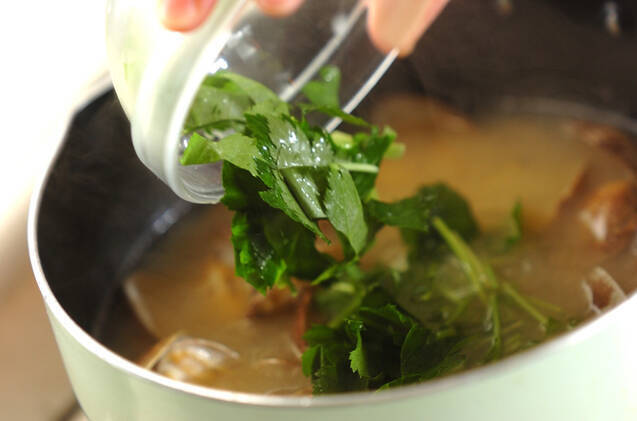 アサリとミツバのみそ汁の作り方の手順2