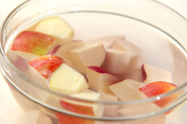 リンゴとサツマイモのレンジおやつの作り方の手順2