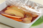 リンゴの赤ワインコンポート~バニラアイス添え~の作り方2