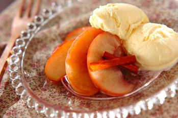 リンゴの赤ワインコンポート~バニラアイス添え~