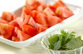 トマトと大葉のサッと炒めの下準備1