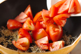 トマトと大葉のサッと炒めの作り方1