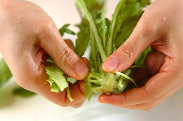 春菊のベーコンマヨサラダの作り方の手順1