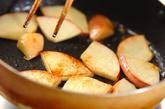 リンゴとレーズンのシナモンソテーの作り方2