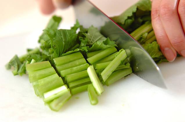 カブの葉とツナのゴマ和えの作り方の手順1