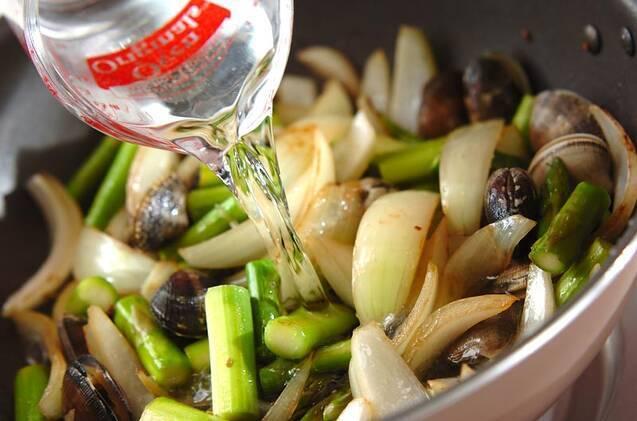 魚介とアスパラの塩炒めの作り方の手順8