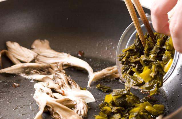 高菜マイタケ焼きうどんの作り方の手順2
