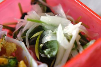ルッコラと玉ネギのサラダ