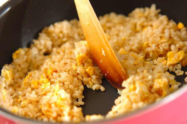 鮭の玄米チャーハンの作り方の手順3