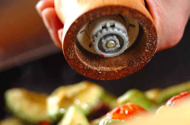アボカドとベーコン炒めの作り方の手順5