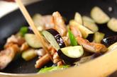 鶏とナスのニンニクじょうゆ炒めの作り方1