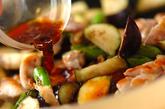 鶏とナスのニンニクじょうゆ炒めの作り方2