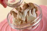 小松菜とシメジのからし和えの作り方1