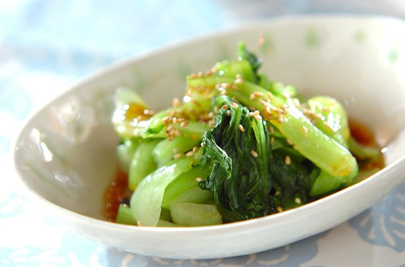 小鉢に盛られたチンゲン菜のお浸し風
