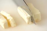 アボカドのチーズサーモン巻きの下準備2