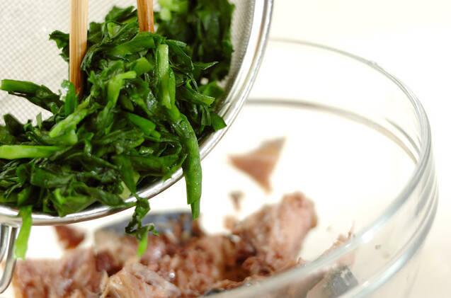 ニラとサバ缶の和え物の作り方の手順2