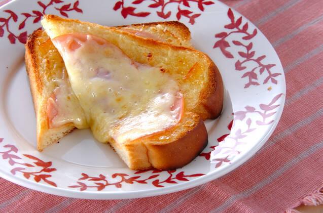 ハムとジャムのトースト