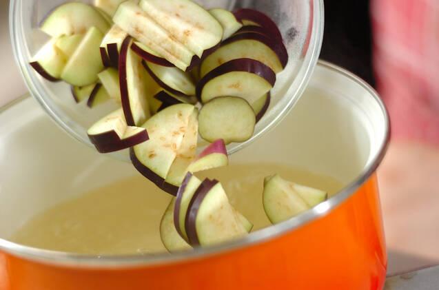 ナスの白ゴマみそ汁の作り方の手順3