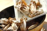 鶏肉とキノコのおろし和えの作り方1