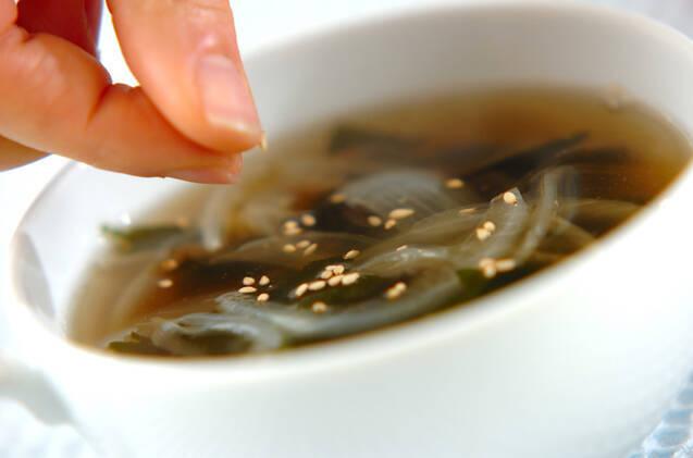 玉ネギとワカメのスープの作り方の手順4