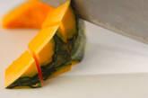 カボチャとシイタケのみそ汁の下準備1