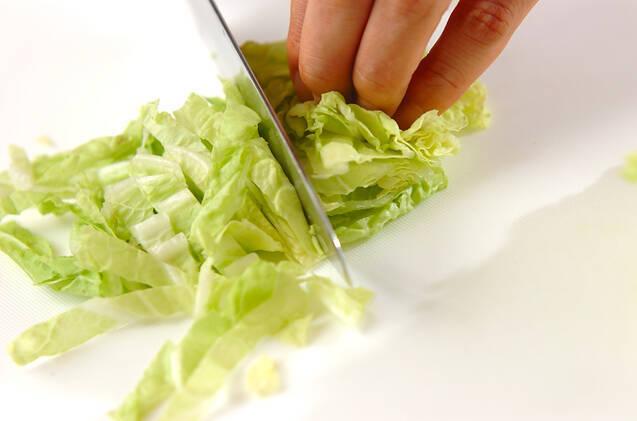 白菜のミルクスープの作り方の手順1