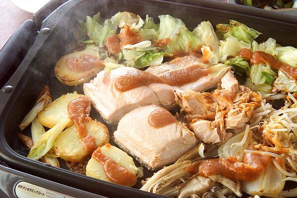 ホットプレートで!たっぷり野菜と鮭のチャンチャン焼き
