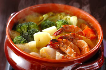 たっぷり野菜とエビホタテのカレーミルク鍋