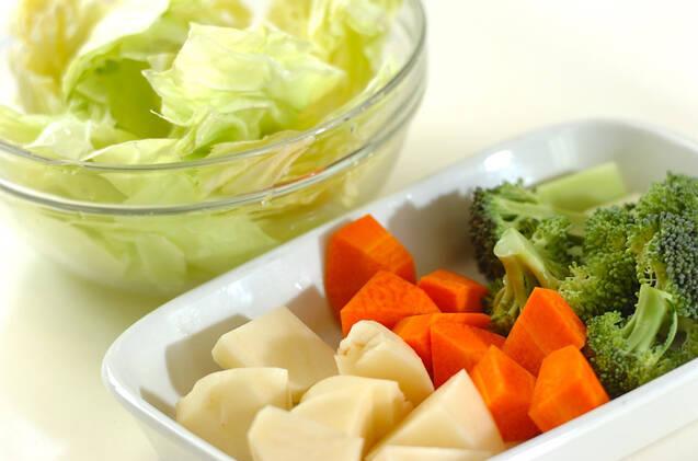 たっぷり野菜とエビホタテのカレーミルク鍋の作り方の手順1
