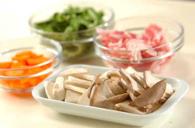 ごはんがすすむ!豚肉とゴーヤのみそ炒めの作り方の手順1