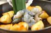 ポテトとエビのアンチョビ炒めの作り方の手順2