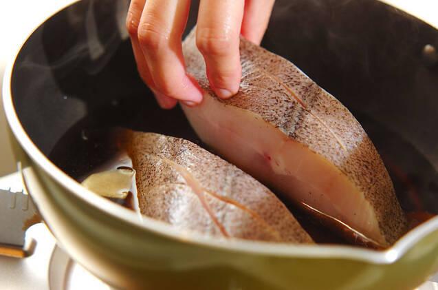 簡単で美味しい!人気の定番 ふっくらカレイの煮付けの作り方の手順3