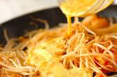 モヤシのキムチマヨ卵炒めの作り方3