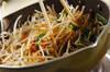 モヤシと厚揚げのオイスターソース丼の作り方の手順3