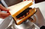 マーボー納豆チーズホットサンドの作り方4