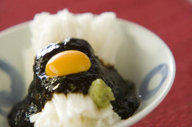和食器に盛られた長芋海苔の佃煮和え