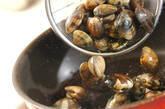春キャベツとアサリのガーリック蒸しの作り方4
