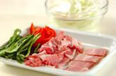 豚肉と玉ネギのオムレツの下準備1