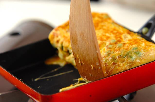 ホタテのうまみたっぷり!エンドウ豆の卵焼きの作り方の手順5