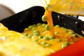 エンドウ豆入り卵焼きの作り方4