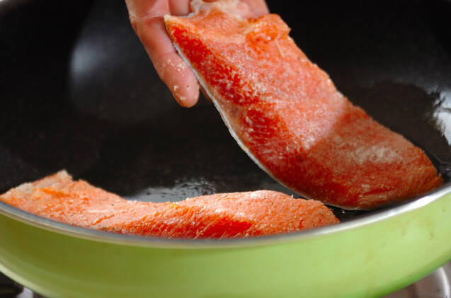 サーモンのバターソテーの作り方の手順2