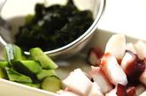 タコのピリッと甘酢和えの下準備1