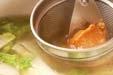 里芋と白菜のみそ汁の作り方2