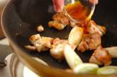 鶏もも肉とネギのユズコショウ炒めの作り方2