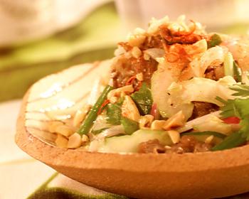 タイ風牛肉の激辛サラダ