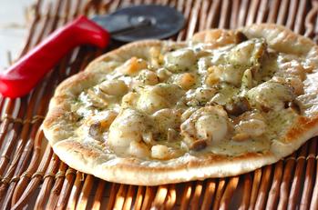 シーフードのホワイトピザ