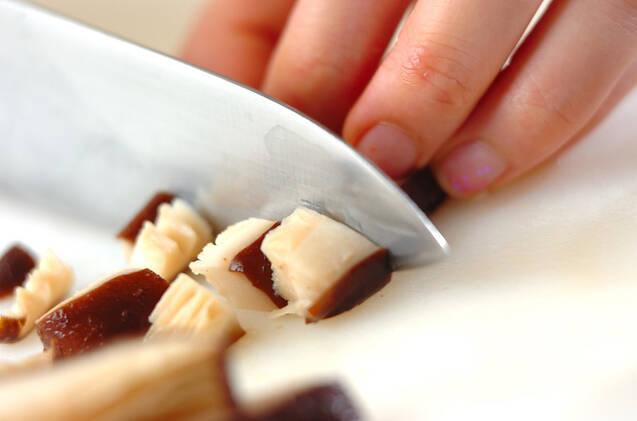 大豆とシイタケのバターじょうゆ炒めの作り方の手順1